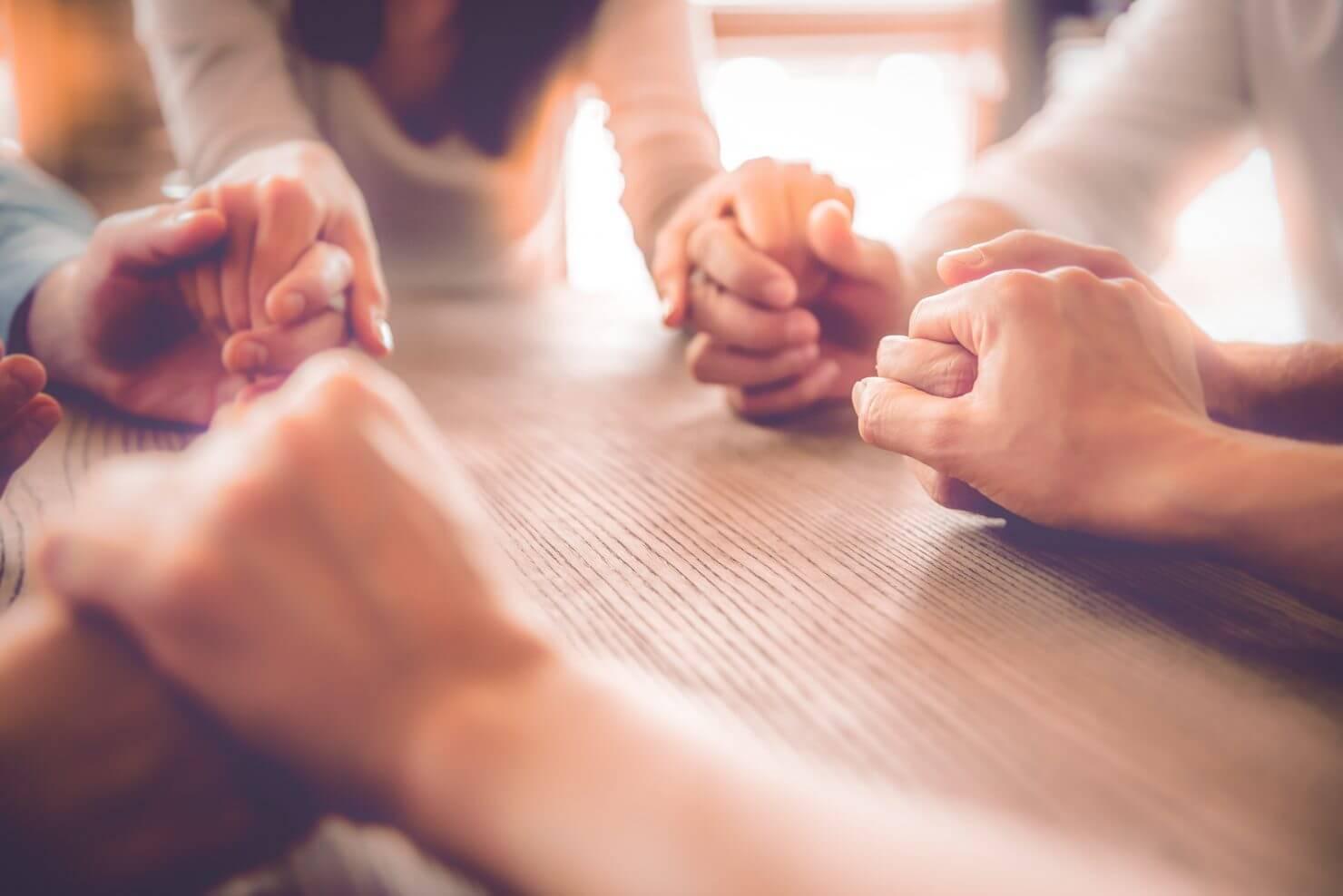 Revista Vida e Saúde | Estudo afirma que oração influencia na saúde